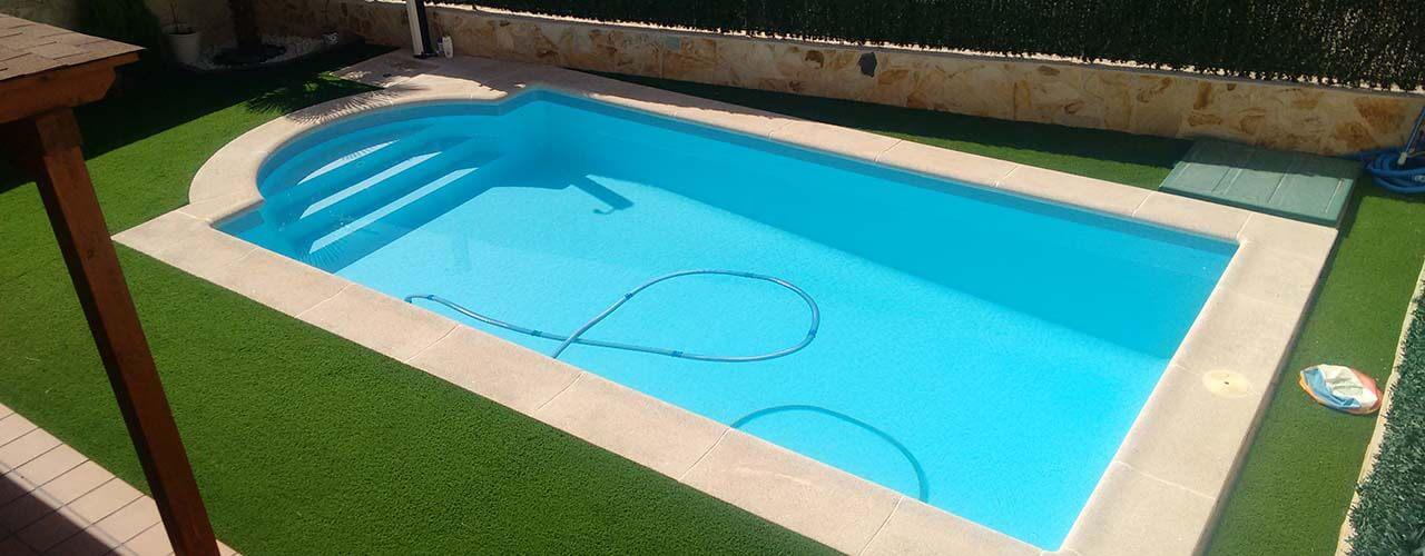 Las ventajas de la fibra para la construcci n de piscinas for Piscinas plastico duro