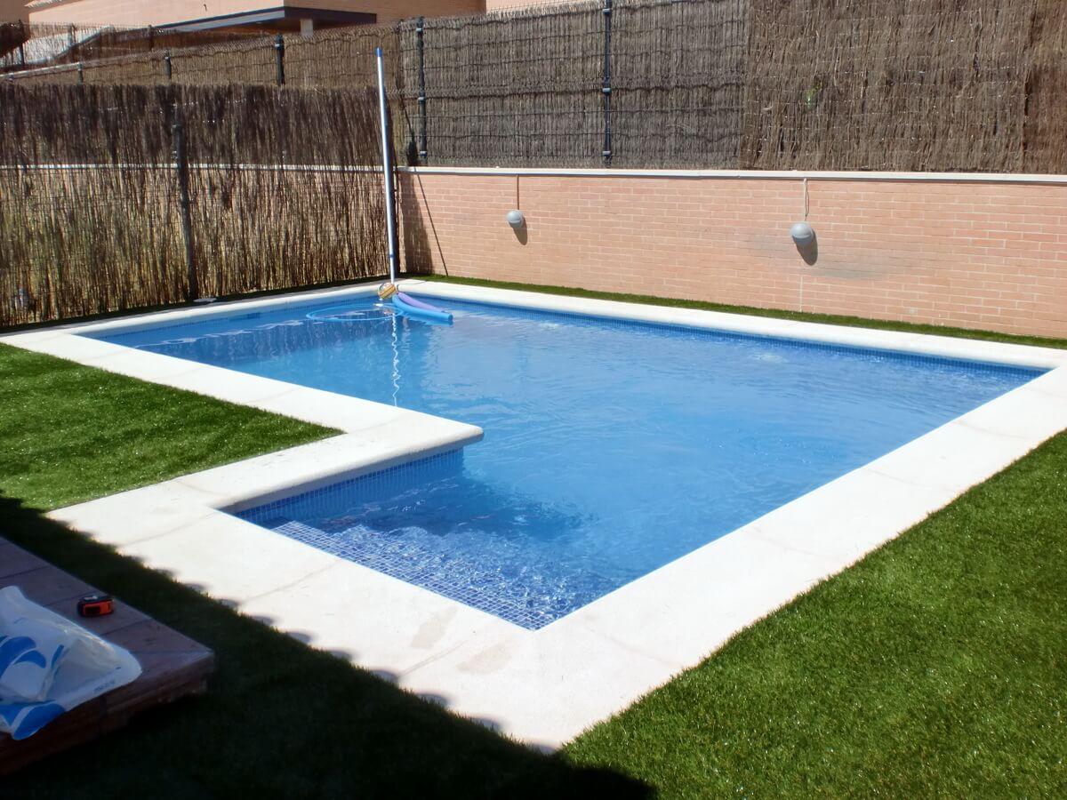 Piscinas de obra con hormig n presupuestos gratis sin for Disenos de quinchos con piscinas