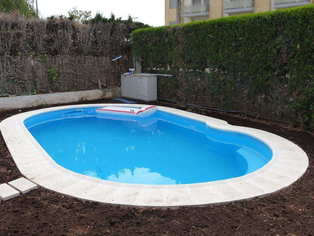 Formas de piscinas stunning piscina forma violn led with - Formas de piscinas ...
